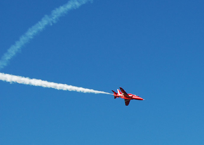 Red Arrow aircraft flying